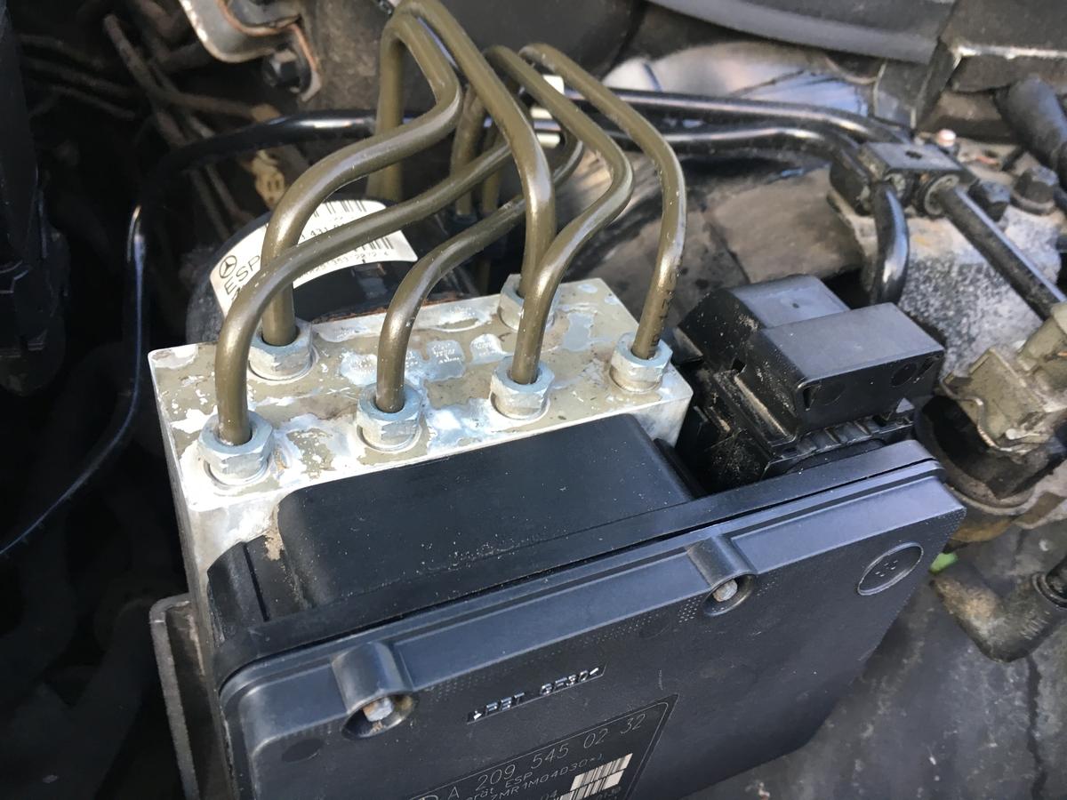 АБС блок мерцедес в203 Ц класа ABS pump  модул блок А209 545 02 32