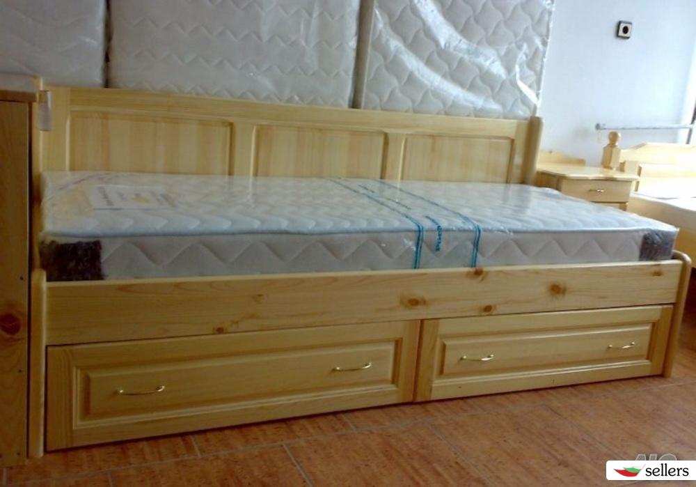 Единично легло с гръб и две чекмеджета с ролков механизъм -масив